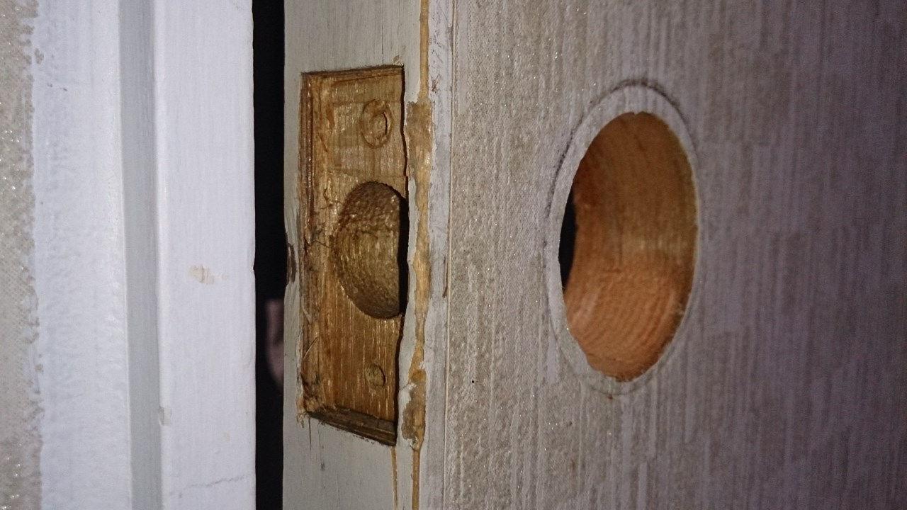 ドアノブ無しのドア